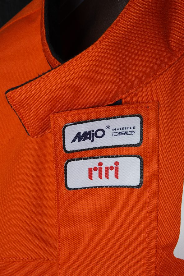 BiondoEndurance_Motorräder_GB_0008_Short-Jacket_MoroccoOrange_Collar_Labels