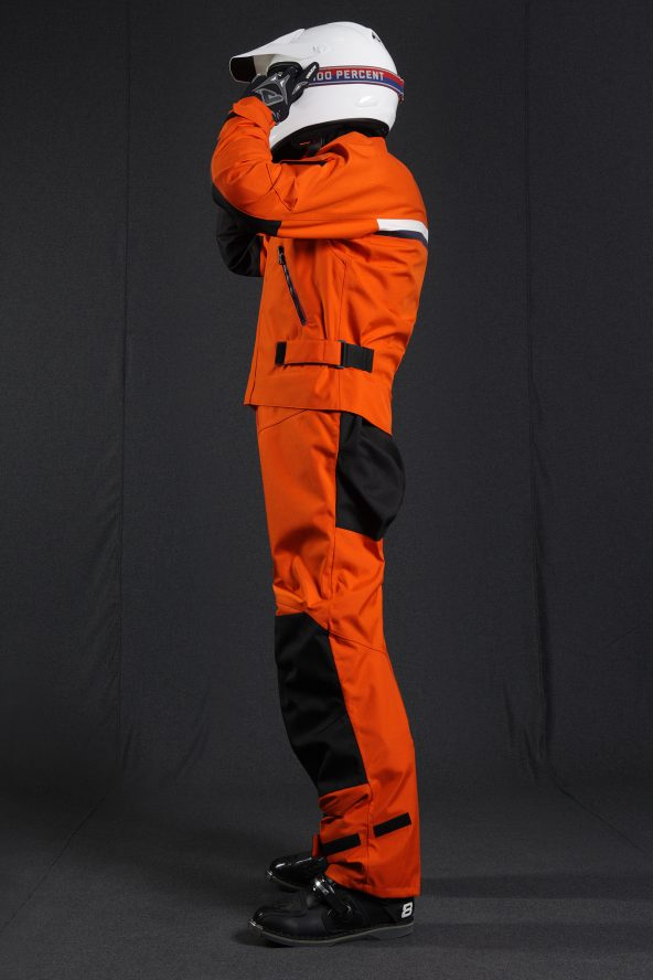 BiondoEndurance_Motorräder_GB_0008_Short-Jacket_MoroccoOrange_Portrait_Side