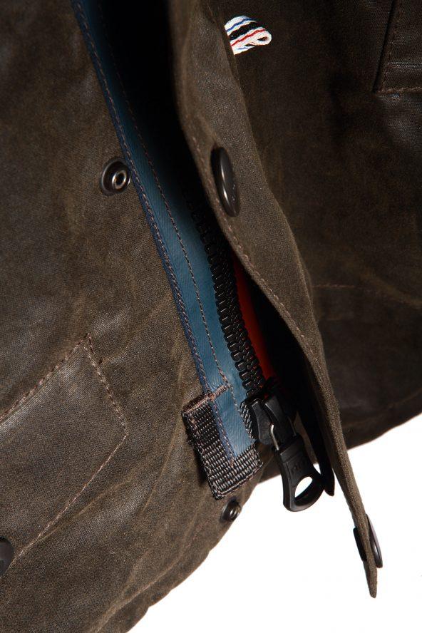 BiondoEndurance_Motorräder_GB_0014_Jacket-Mid-MkII_KhakiBrown_Zipper_Tab