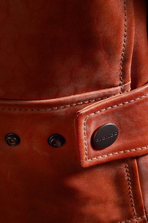 BiondoEndurance_Motorräder_LGB_005_Leather-Jacket_Tobacco_Portrait_Side_Adjusters