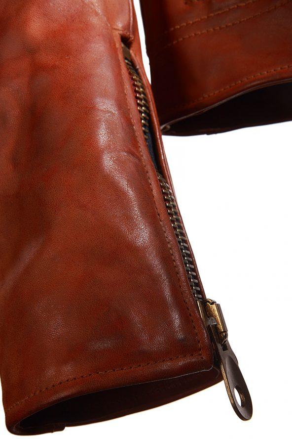 BiondoEndurance_Motorräder_LGB_005_Leather-Jacket_Tobacco_Portrait_Sleeve_Zipper