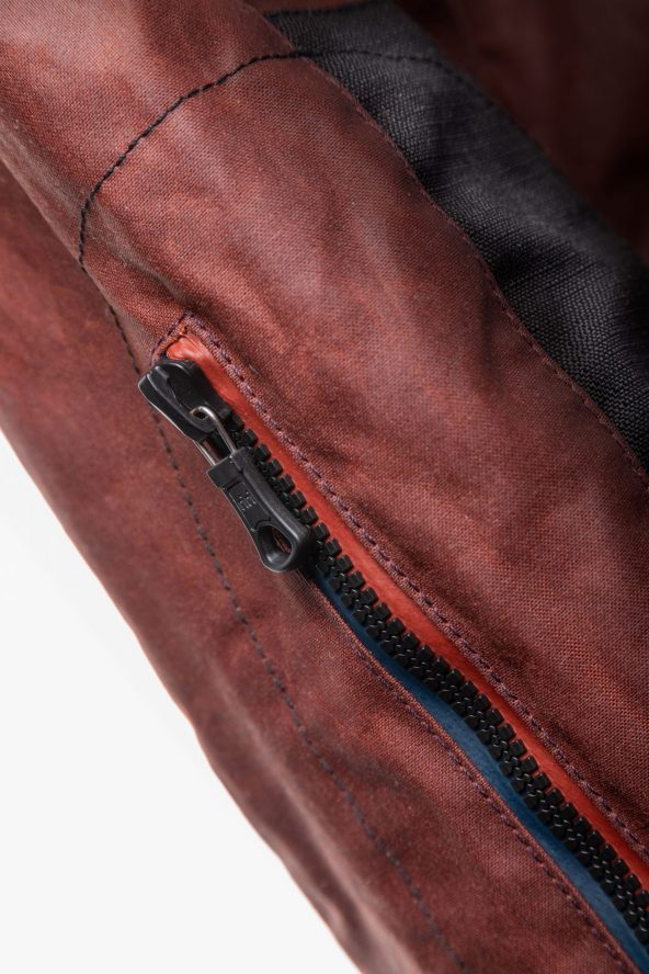 BiondoEndurance_Motorräder_GB_0009_Jacket-OxBlood_Jasta11_Elbow_Detail