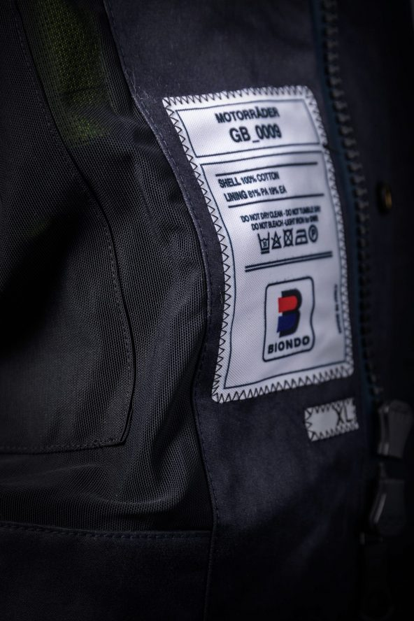 BiondoEndurance_Motorräder_GB_0009_Jacket-MkIII_NavyBlue_CottonCanvas_Inner_Label