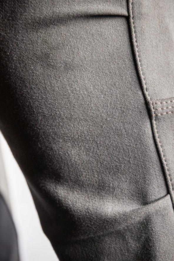 BiondoEndurance_Motorräder_PT_0014_Racing-Trousers_MorbegnoGrey_HD-Pouch_Portrait_Front_Knee