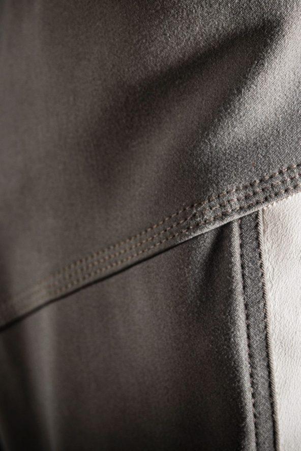 BiondoEndurance_Motorräder_PT_0014_Racing-Trousers_MorbegnoGrey_HD-Pouch_Portrait_Front_Side_Stripes